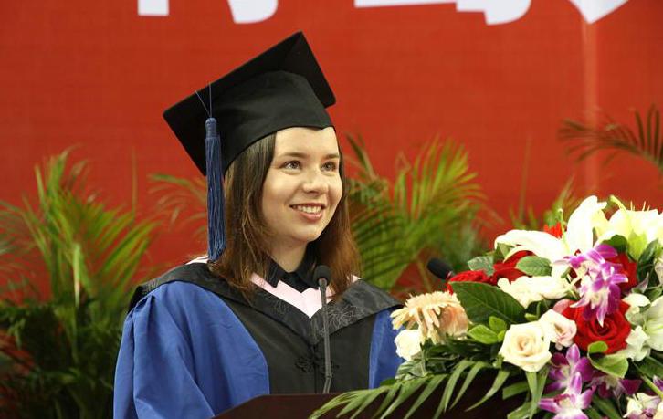 我院中外毕业生参加学校2017届毕业典礼暨学位授予仪式
